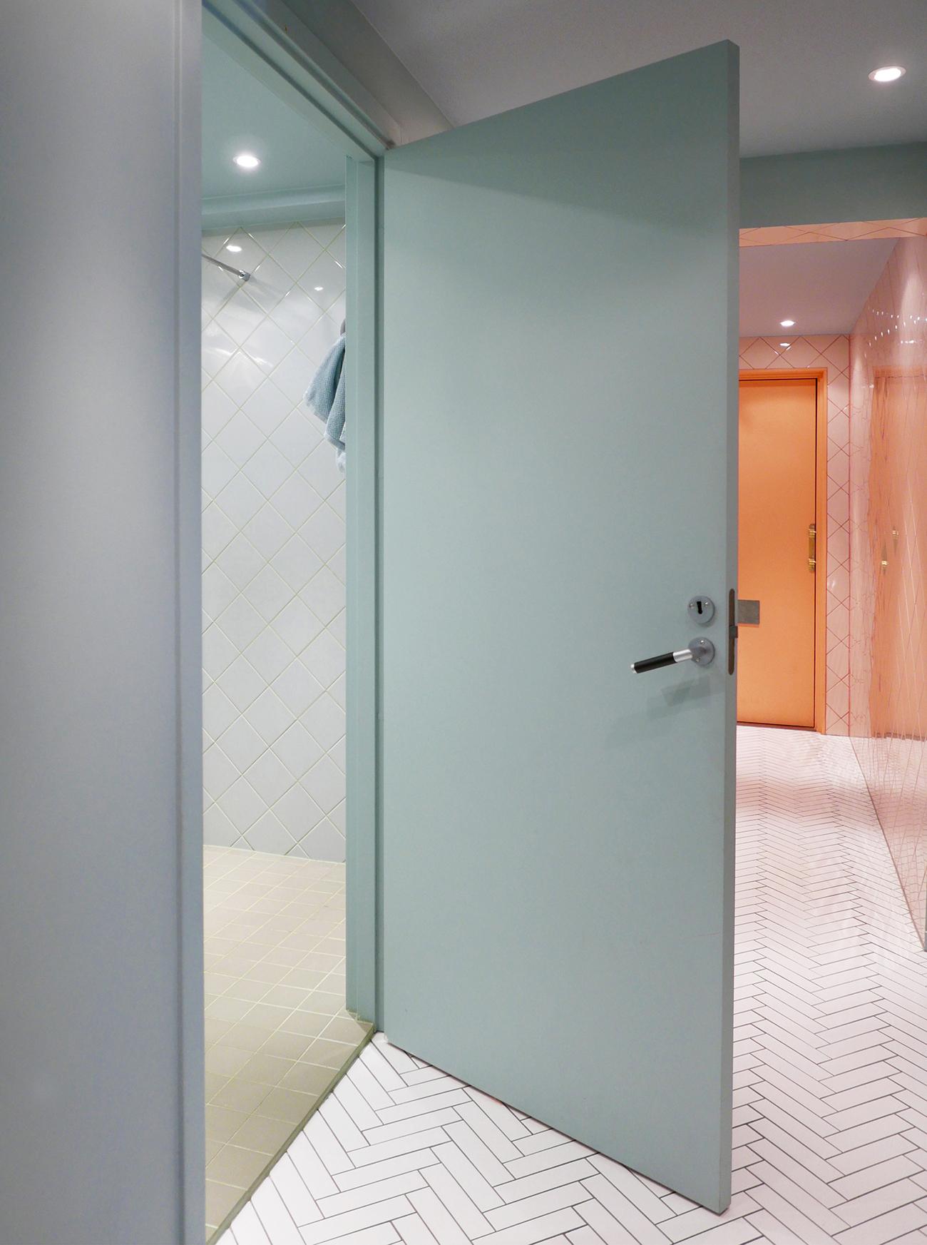 4-corridor_bathroom