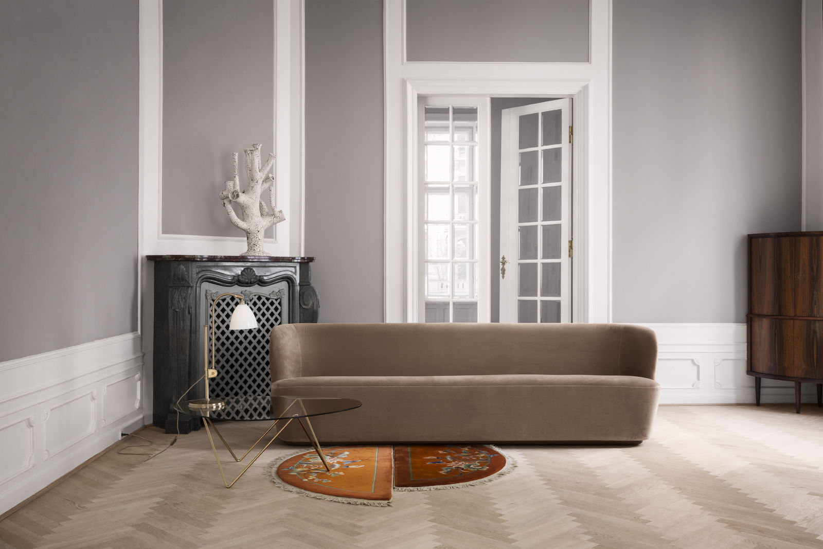 bestlite-bl1-bone-china-brass_pedrera-lounge-table_stay-sofa-260-cm-velluto-cotone-208_on-1600x1600