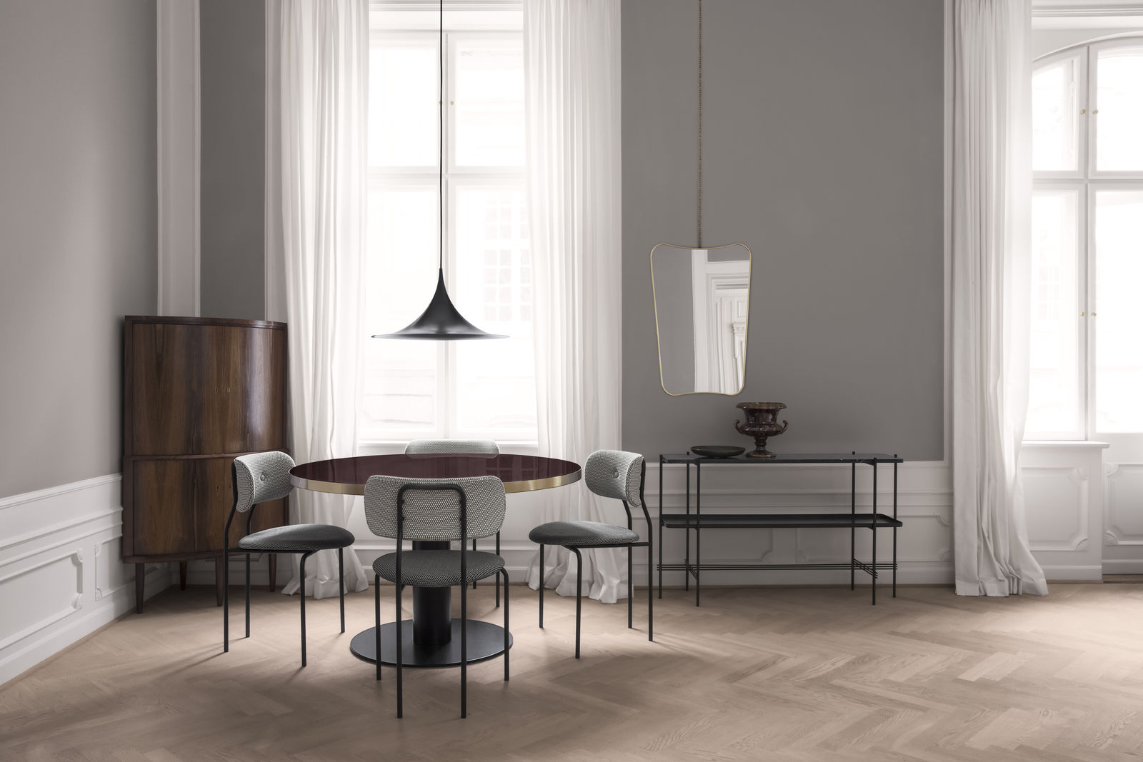 coco-chair-korb-mc741e00-mc741e09_gubi-table-2-0-cherry-red_semi-pendant_fa-33-mirror_ts-console_chain-1600x1600