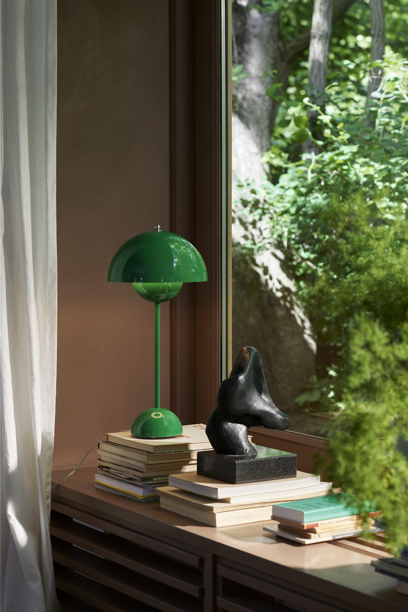 Flowerpot in Signal Green